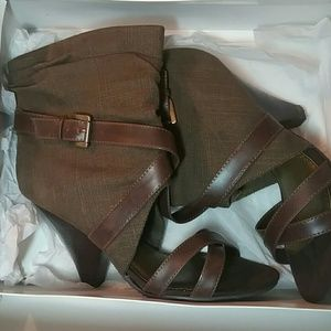 NEW IN BOX CHINESE LAUNDRY HEELS